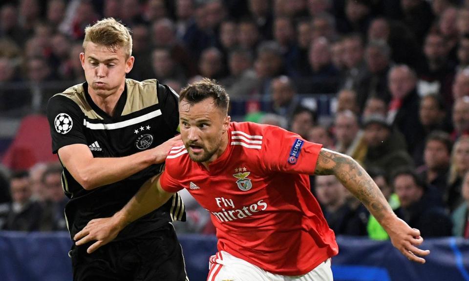 Benfica: Seferovic recuperado para o Ajax