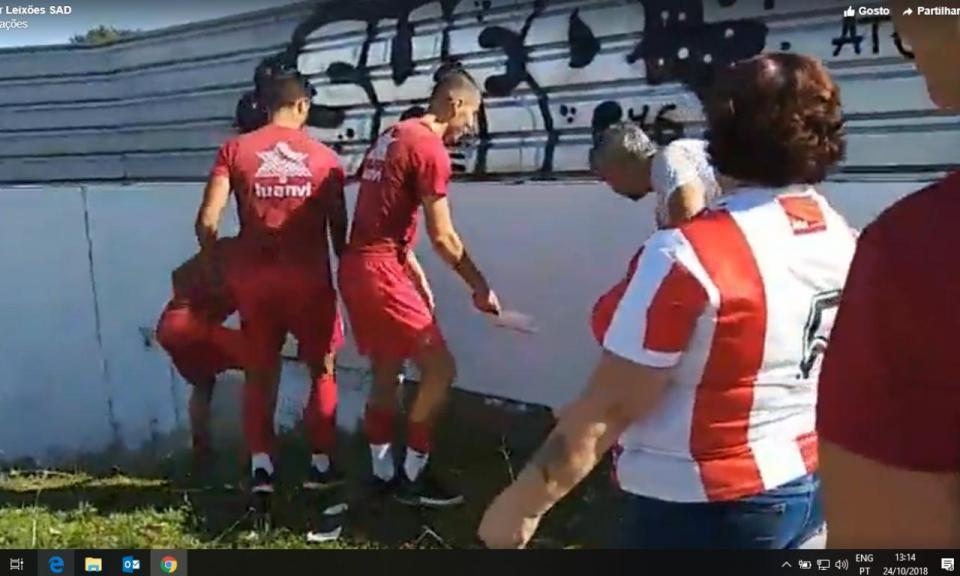 VÍDEO: plantel do Leixões ajuda a pintar o histórico Estádio do Mar