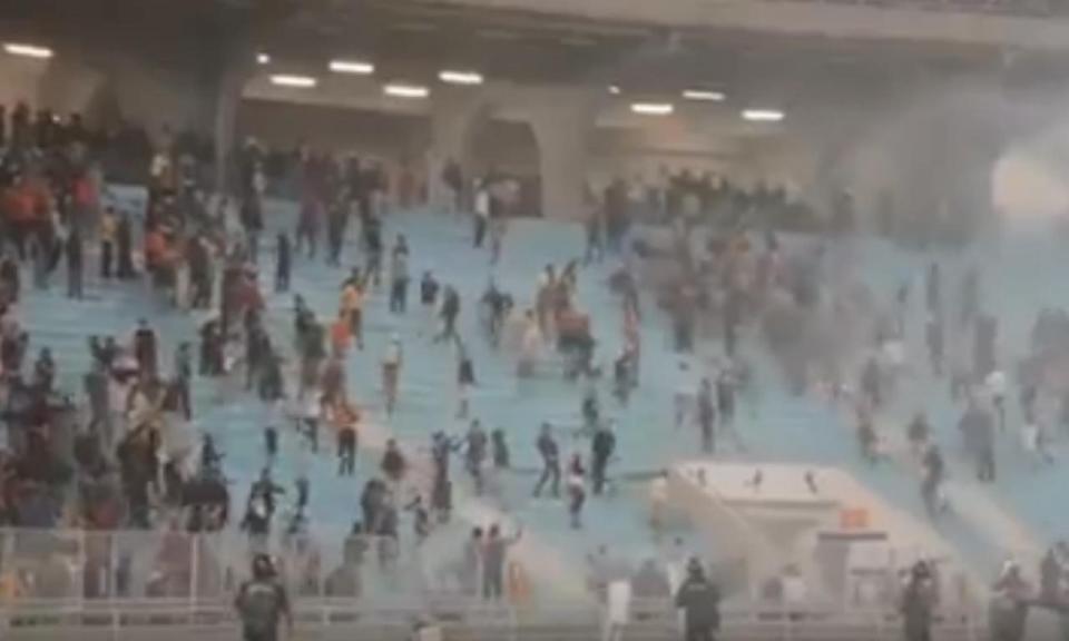 VÍDEO: 51 pessoas feridas por confrontos em jogo na Tunísia