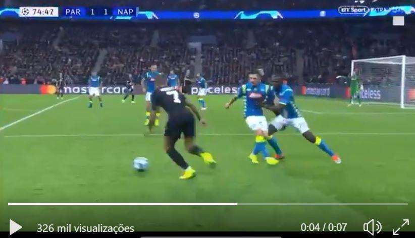 VÍDEO: como parar Mbappé? Koulibaly atirou-lhe Mário Rui