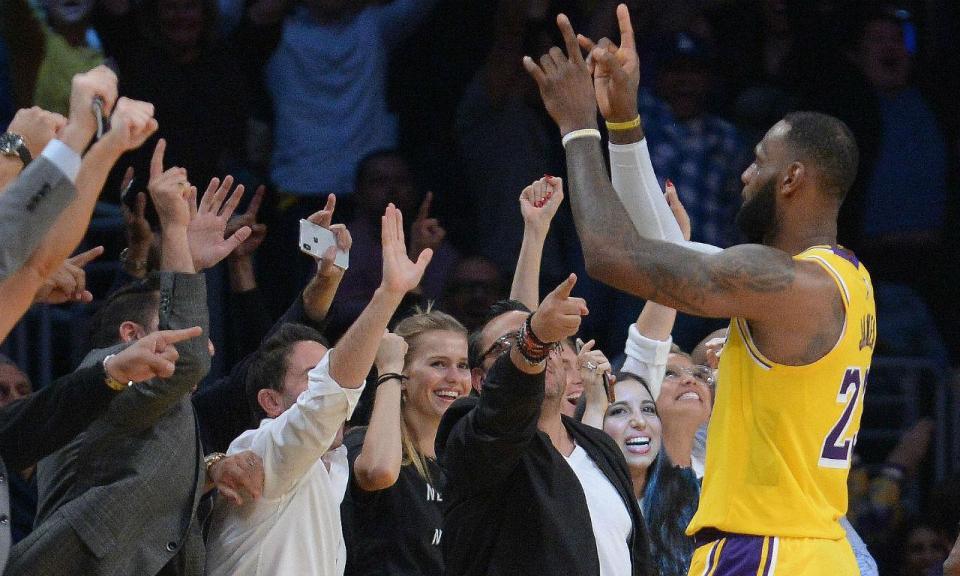 NBA: LeBron James brilha em mais uma vitória dos Lakers