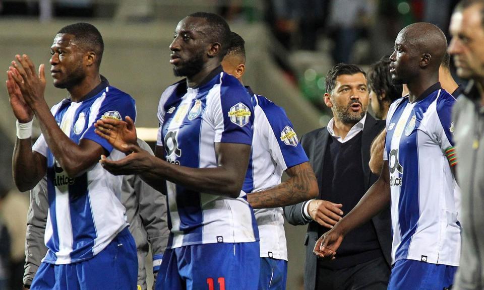 Público e atraso valem multa de quase 3500 euros ao FC Porto