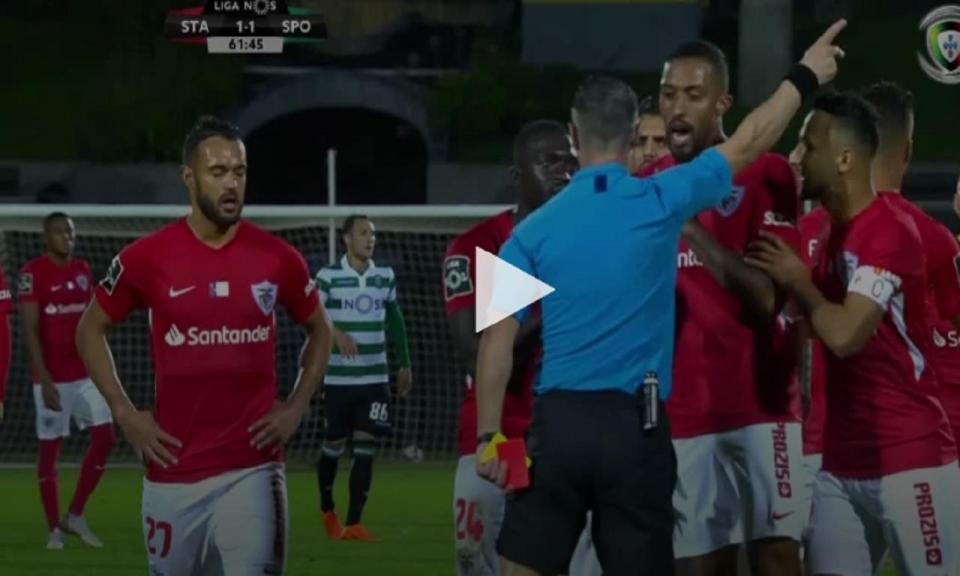 VÍDEO: Patrick aplaude árbitro e acaba expulso
