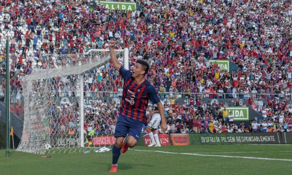 VÍDEO: estreia-se a marcar no clássico paraguaio...aos 14 anos
