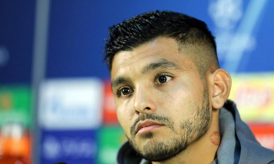 Corona falha Roma por castigo da UEFA