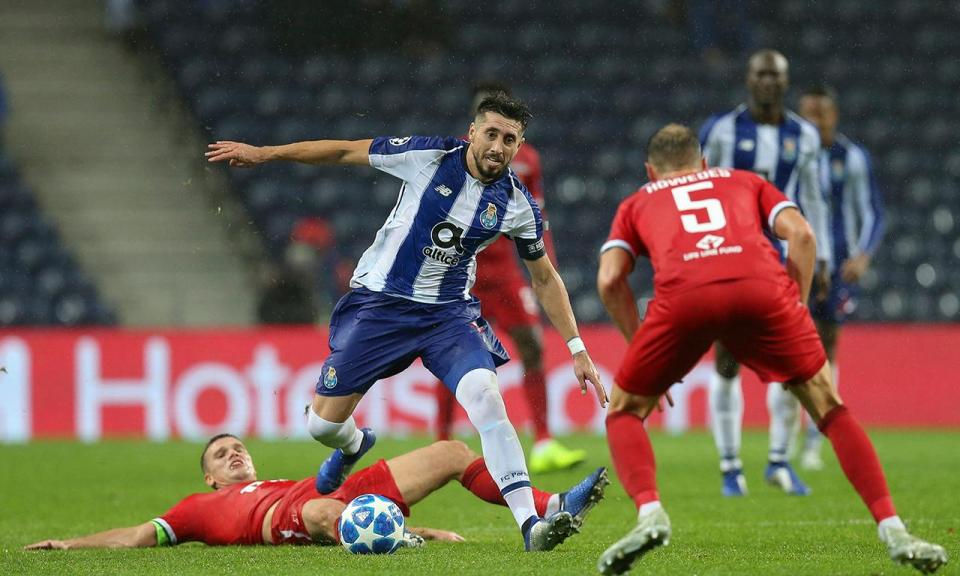 FC Porto-Schalke (equipas): Herrera no apoio a Marega
