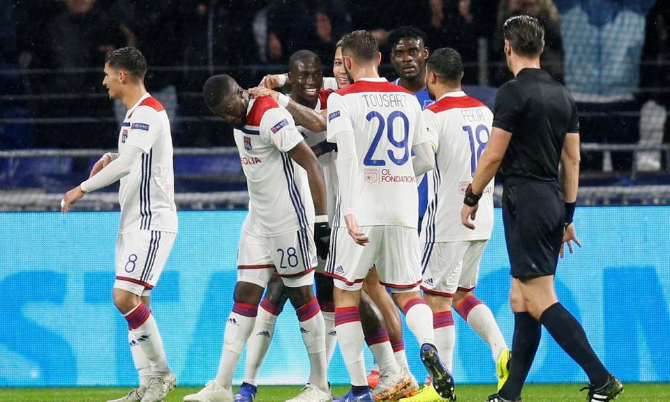 França: Anthony Lopes derrota Rebocho com bis de Depay