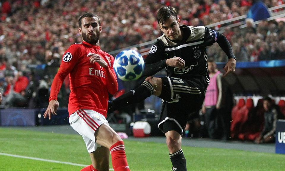 UEFA abre processo disciplinar a incidentes no jogo entre Benfica e Ajax