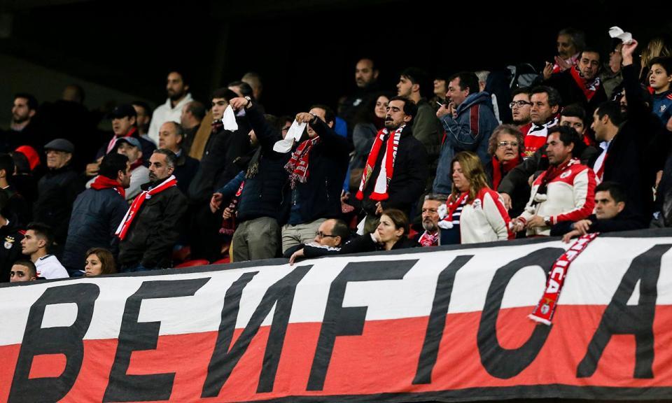 VÍDEO: adeptos do Benfica atacam holandeses e causam distúrbios em hotel