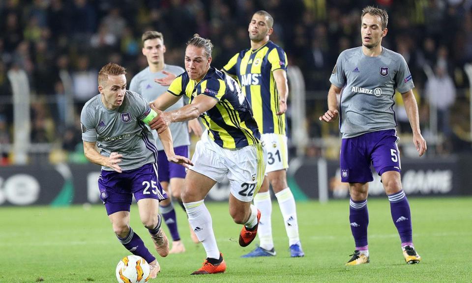 Liga Europa: Fenerbahçe com Slimani segura lugar de apuramento