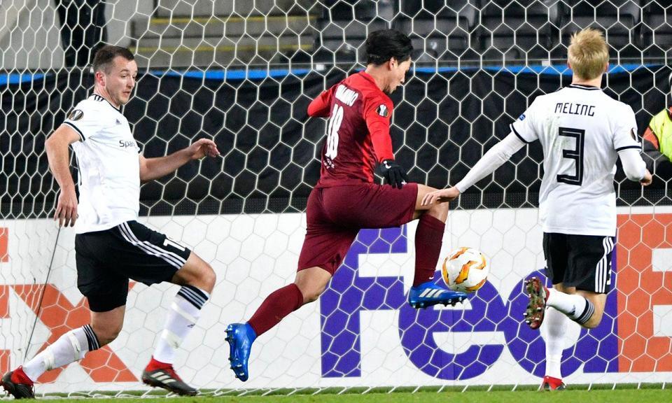 Liga Europa: hat-trick de Minamino mantém pleno do Salzburgo