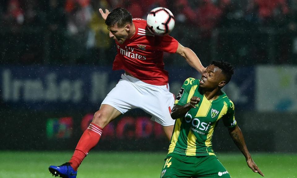 Benfica: Rúben Dias falha deslocação a Guimarães para a Liga