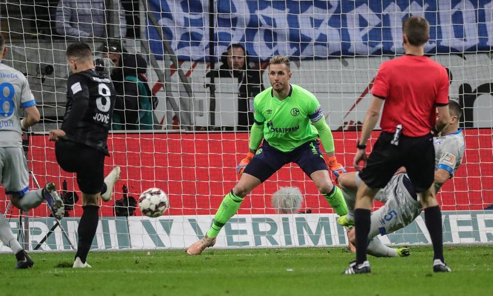 Atenção FC Porto: Schalke 04 derrotado com bis de Jovic