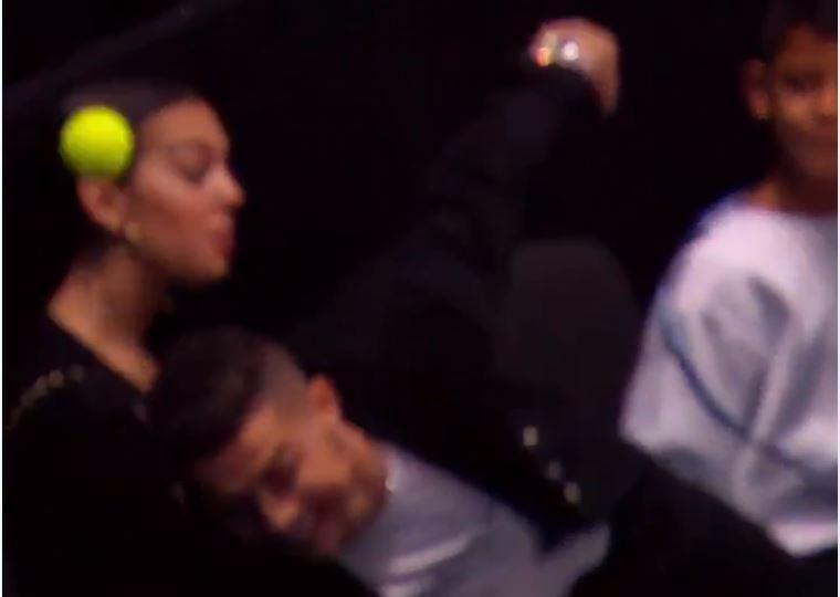 VÍDEO: Ronaldo foi ver Djokovic... e mostrou péssimo jogo de mãos