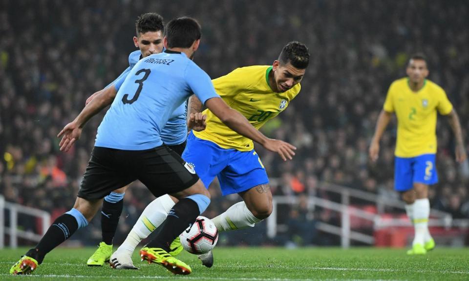 Brasil bate Uruguai no Emirates com penálti polémico de Neymar