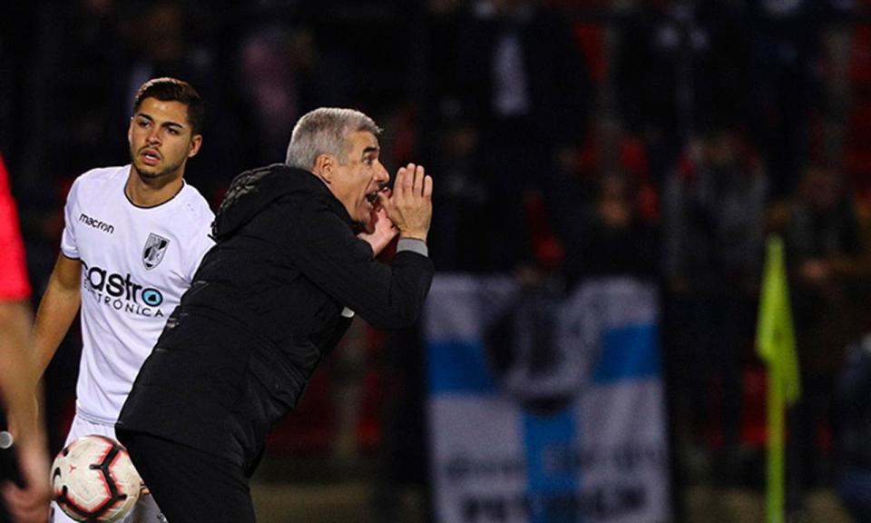 Luís Castro: «A confiança é muita, mas ninguém se pode sentir confortável»