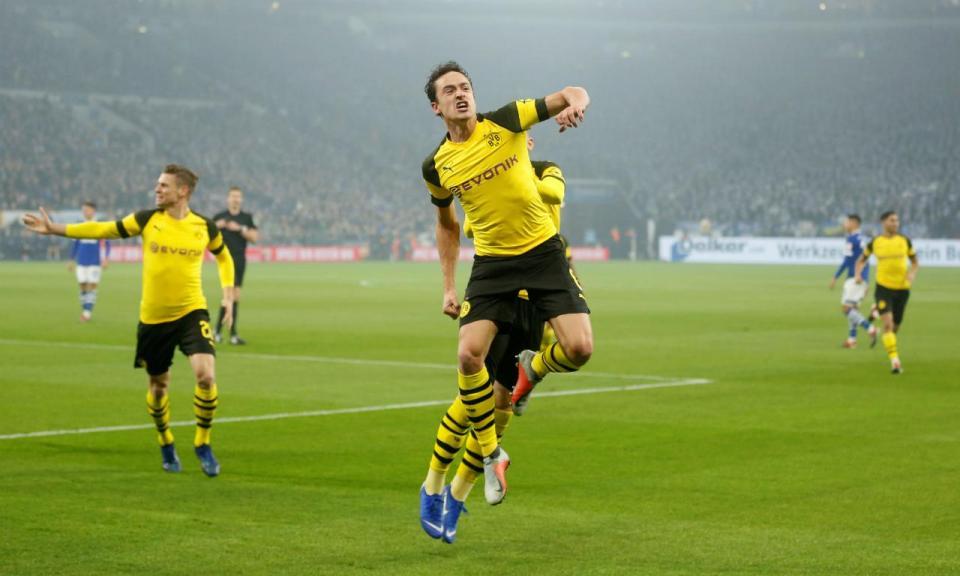 Borussia Dortmund vence Schalke e ainda goza com o rival