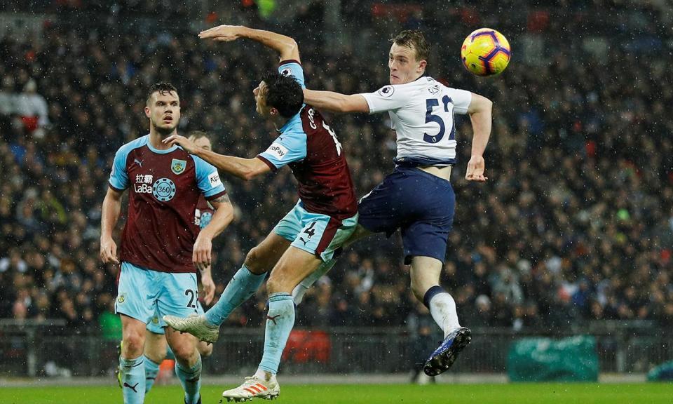 Inglaterra: Tottenham perde em Burnley e atrasa-se na luta pelo título