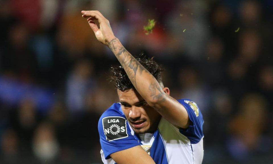 VÍDEO: Soares aumenta a vantagem no FC Porto-Nacional