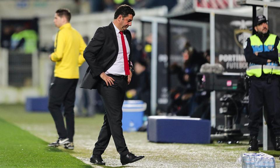 Benfica oficializa saída de Rui Vitória