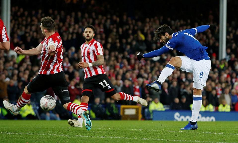 Everton de Marco Silva e André Gomes regressa às vitórias