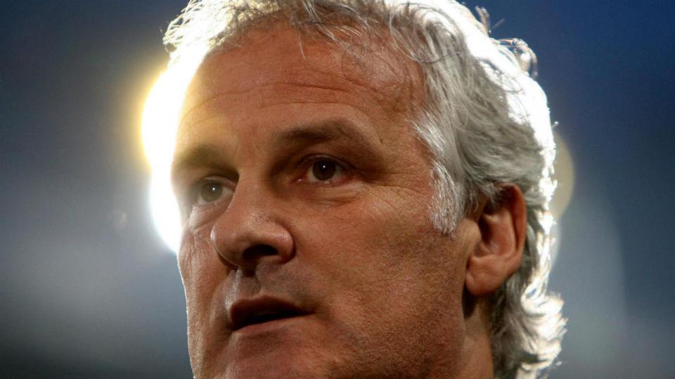 Três semanas depois, Anderlecht apresenta novo treinador