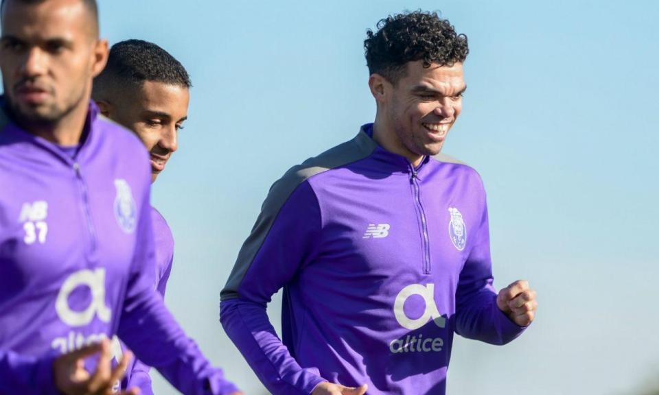 FC Porto: Pepe está inscrito e pode ser opção para o Sporting