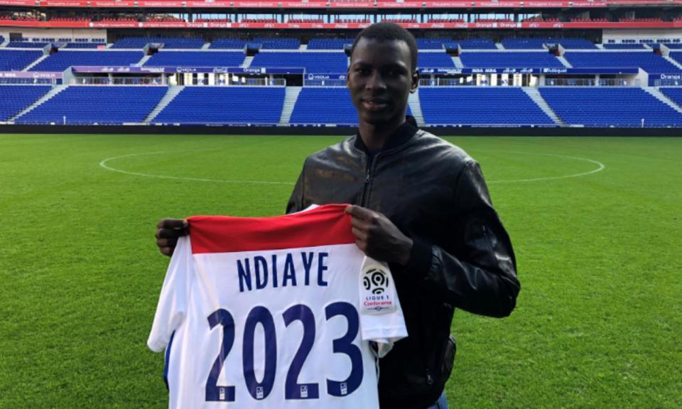 OFICIAL: Lyon prolonga contrato com Ndiaye até 2023