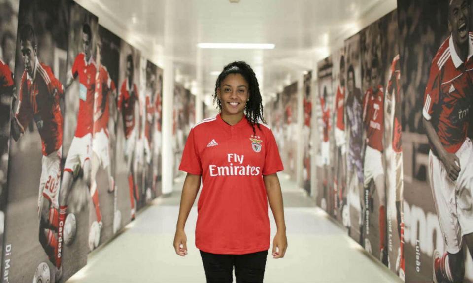 Benfica reforça futebol feminino com internacional basileira