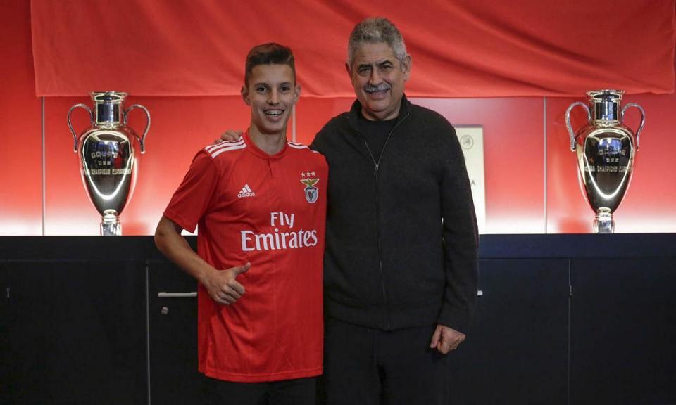 OFICIAL: Benfica renova com Tiago Dantas