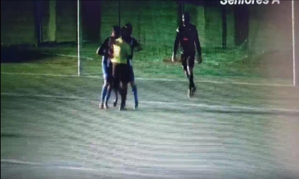 VÍDEO: árbitro empurrado e agarrado em jogo da AF Lisboa