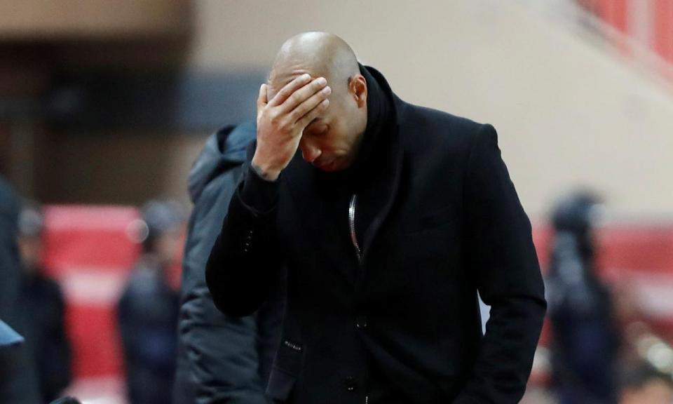 Mónaco goleado em casa num jogo com expulsão de ex-Benfica