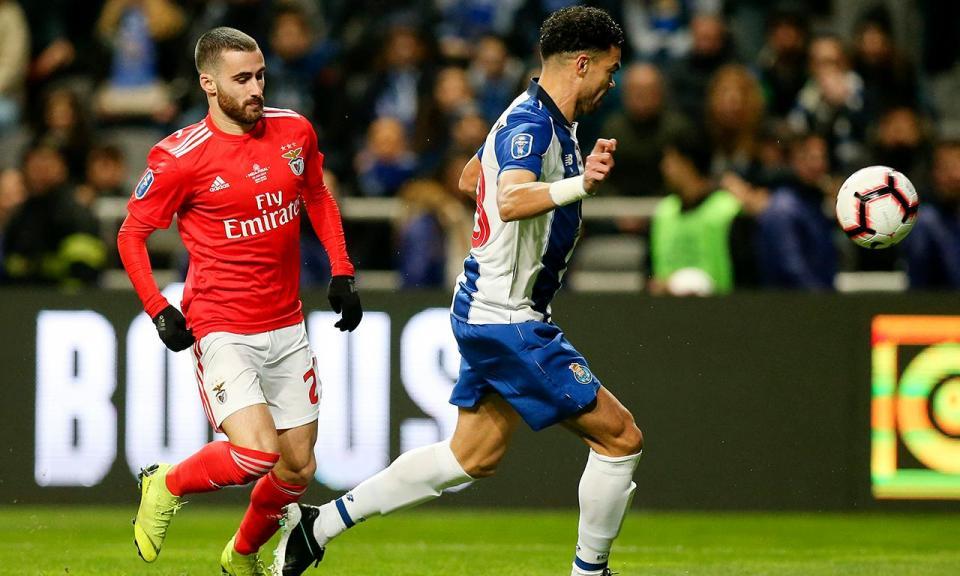 7590a2d3e1 VÍDEO  FC Porto e Benfica perto de marcar em início de «loucos ...