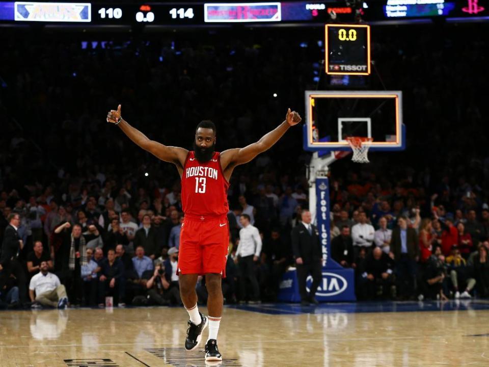 NBA: Harden iguala Chamberlain, mas não evita derrota dos Rockets