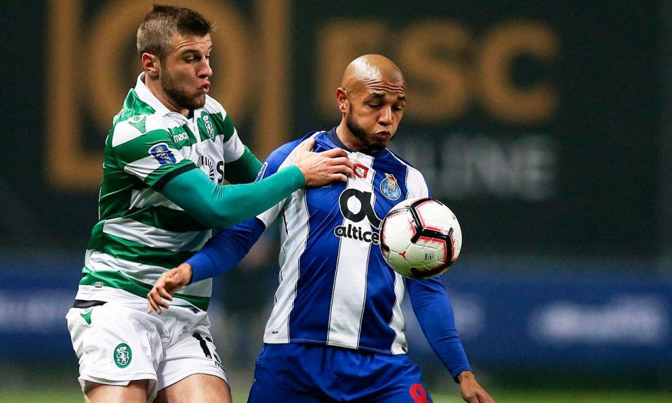 FC Porto: Brahimi continua em dúvida para o clássico com o Sporting