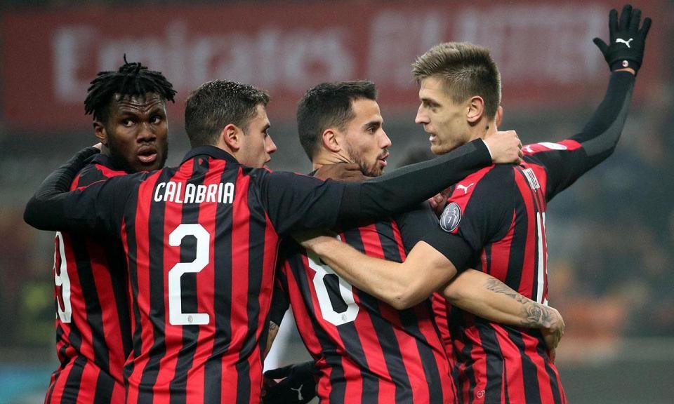 Itália: Milan vence Cagliari e regressa ao quarto lugar