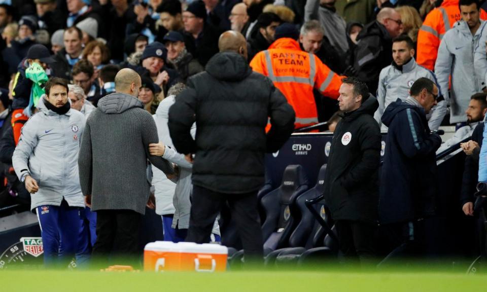 VÍDEO: Sarri deixou Guardiola de mão estendida mas houve explicação