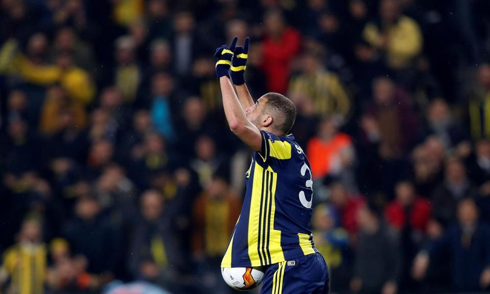 Liga Europa: Slimani dá vantagem ao Fenerbahçe ante o Zenit