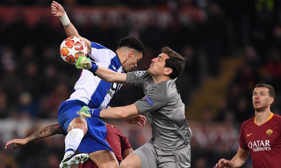 Casillas mete-se com diretor e glória do Ajax: «Já estiveste no Porto?»