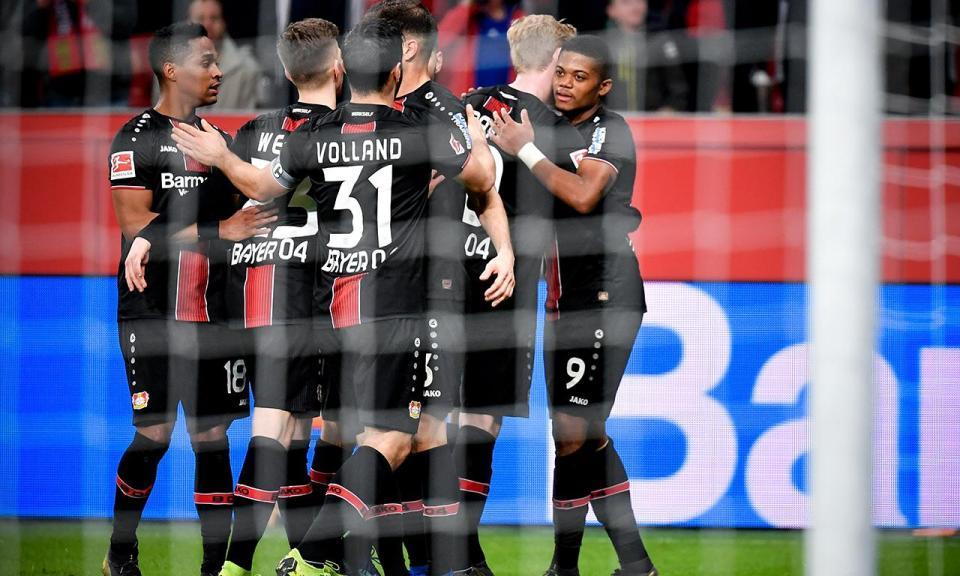 Bayer Leverkusen vira jogo em Augsburgo e ainda sonha com a Champions