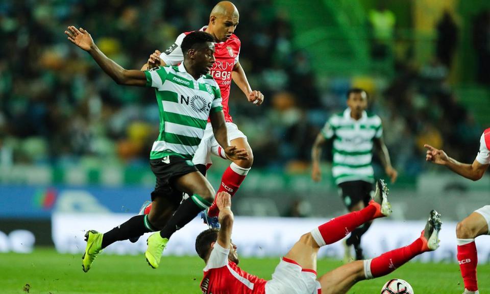 Sporting: Juve Leo começa em silêncio, ergue tarja e é assobiada