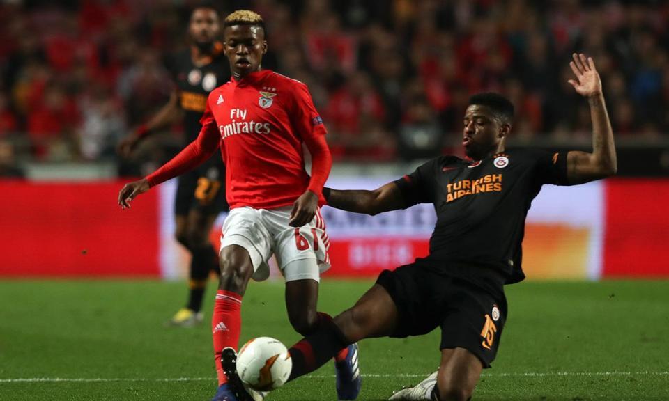 Benfica-Belenenses (equipas): Jonas estreia-se a titular com Lage