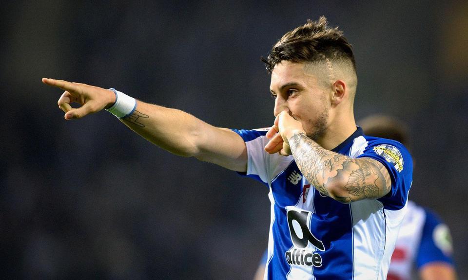 FC Porto: Alex Telles chamado à seleção brasileira pela primeira vez