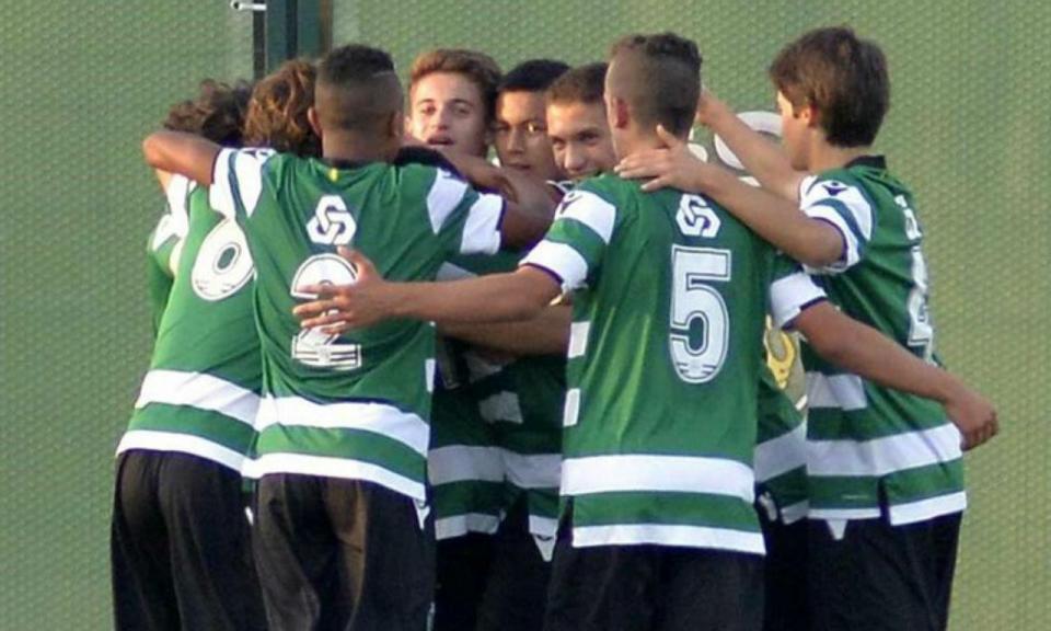 Juvenis: Joelson marca golaço, Sporting vence dérbi e é líder (vídeo)