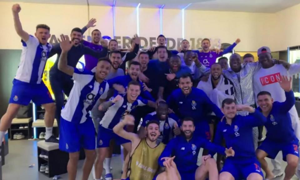 VÍDEO: assim foi a festa do FC Porto no balneário