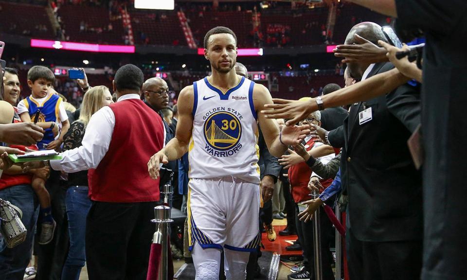 NBA: Warriors vencem e garantem lugar nos playoffs