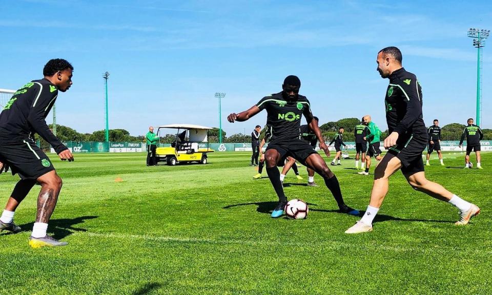 Sporting: Bas Dost e Diaby ainda longe do relvado