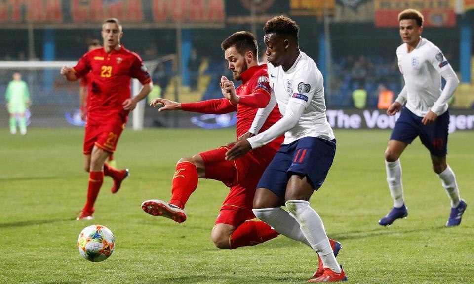 Hudson-Odoi é o mais jovem titular por Inglaterra desde Rooney