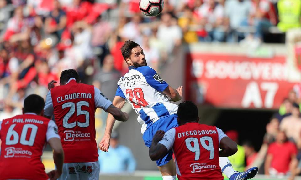 FC Porto: só um jogador na Europa ganha mais duelos aéreos do que Felipe