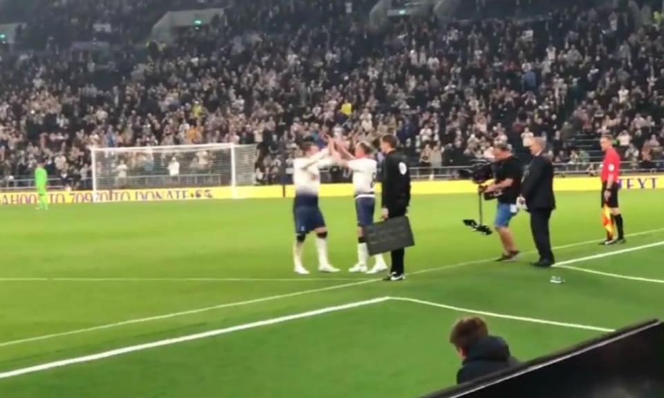 VÍDEO: Gascoigne joga lesionado, com Mourinho a ver do banco